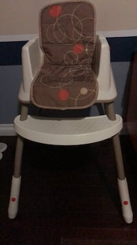 Adjustable baby chair, comes with front arm rest  Toronto, M1C 4M6