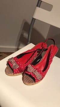 pair of red-and-black peep toe pumps 541 km