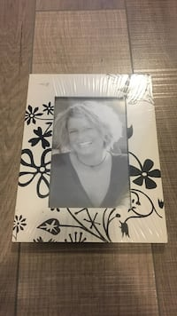 7 unopened white and black floral wooden photo frames