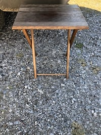 Ideal for bbq r outdoors!! Solid wood folding table in excellent condition!! 23x19x14 1030 mi