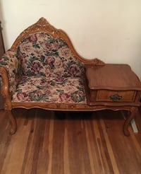 Settee in good condition  Jefferson City, 65101