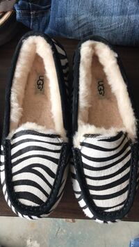 Ugg slippers NEW size 7