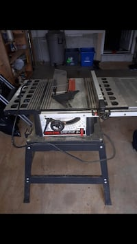 Table saw - mint condition - must go - pick up in Newmarket