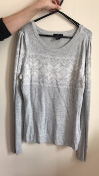 gray scoop neck long sleeve shirt Londra, N17