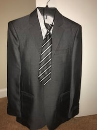 Suit gray size 18 regular kids. One use including a blue tie Oxon Hill, 20745