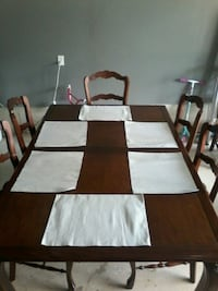 dinning room table and chairs  Lincoln, L0R 1B7