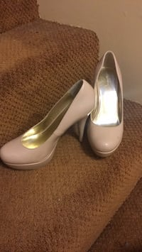 Nude pleather pumps, size 9 Coquitlam, V3C 5A7