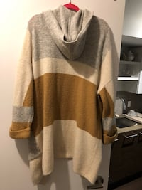 Top Shop Sweater Women's Size 4 Toronto, M6J 0B4