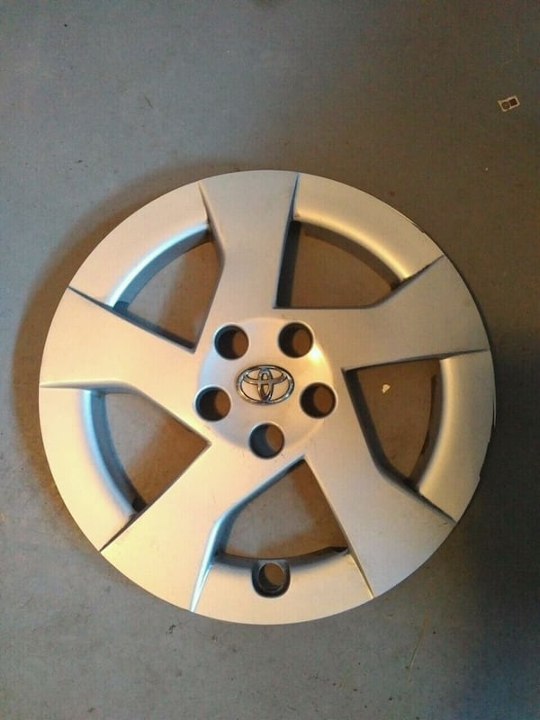15 inch Toyota wheel covers.  Set of 4 0