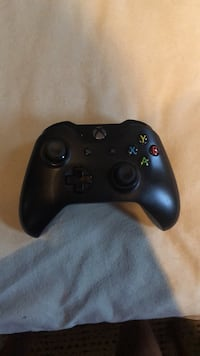 black Xbox One wireless controller Vienna, 22182