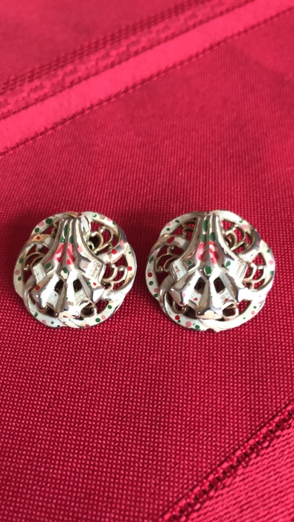 Photo Of the vintage enamel and gold tone clip line pair of earrings