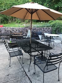 Beautiful wrought iron patio set. Complete
