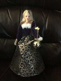"""Mattel 2001 Special Edition """"Ring in the New Year"""" Barbie Braidwood"""