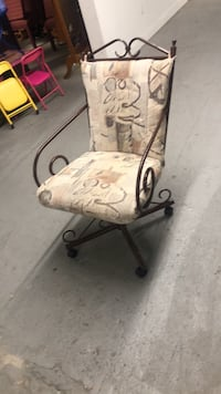 Rolling chair good condition