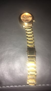 Gold gucci watch