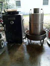 Two working smokers great deal Gainesville, 32605