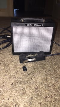 white and black Mini deluxe guitar amplifier