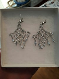 silver-colored chandelier earrings