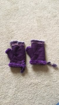 Purple fuzzy winter gloves Clarksville, 21029