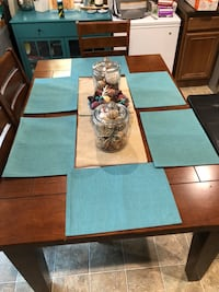 Bardstown Walnut Dinning Room Table 6 Piece