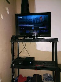 1 tb Xbox one +5 games 1 controller and a 27inch tv