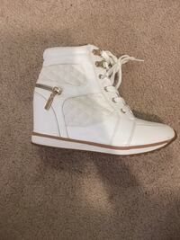 pair of white Adidas low-top sneakers Springfield, 22150