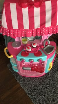 toddler's pink and white kitchen playset 68 km