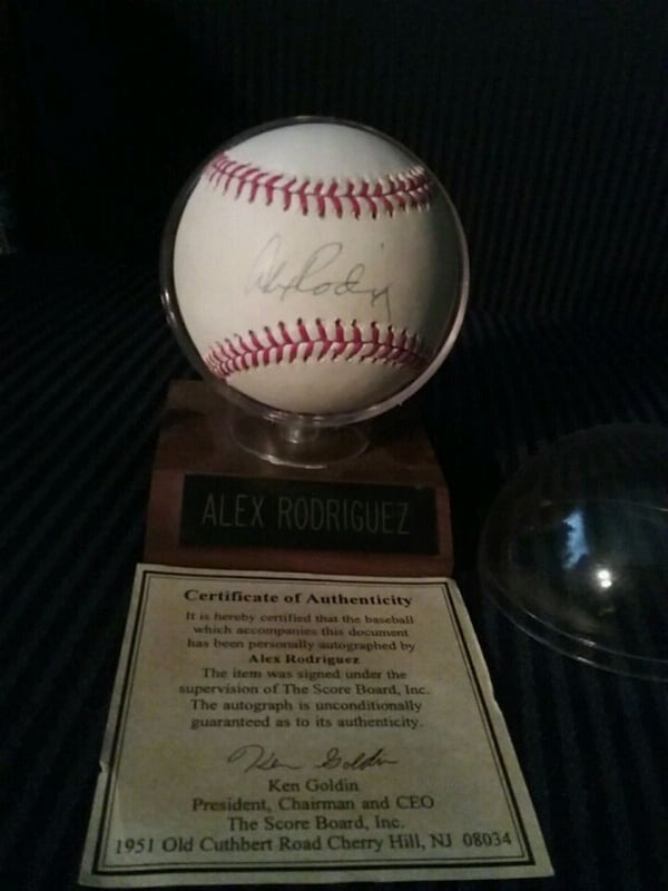 Alex Rodriguez signed ball/holder great 782fab99-b0aa-4912-b192-1f1907e1f8c8
