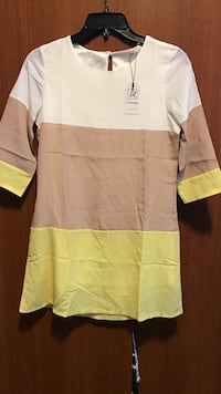 women's white, brown, and yellow crew-neck shirt