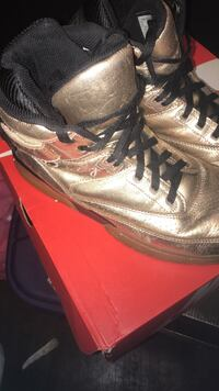 Rose gold Patrick ewings men's size 10 Washington, 20011