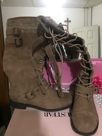 Pair of brown suede boots Port Jervis, 12771