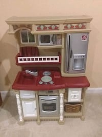 brown and white kitchen playset Leesburg, 20175