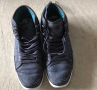 Pair of black low-top sneakers size 7 Innisfil, L9S 0L4