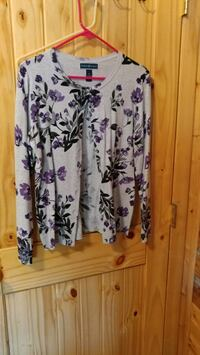 white and purple floral scoop-neck shirt Selah, 98942