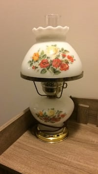 Table lamp like new rare to find this clean Brampton, L7A 4M8