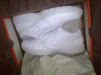 pair of white Nike basketball shoes with box Rock Island, 61201