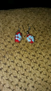 pair of blue-and-red hook earrings Greeneville, 37743
