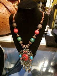 Beautiful necklace 372 mi