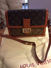 Brown and black louis vuitton leather crossbody bag Mississauga, L5V 2K1