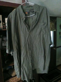 Mens shirt sleeve button up.  135 mi