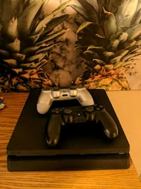 PlayStation 4 game console with 2 controllers Duluth, 55812