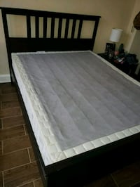 Queen bed frame & box spring Chicago, 60630