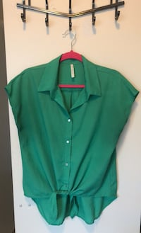 Green button up shirt size large Toronto, M4S 0A2