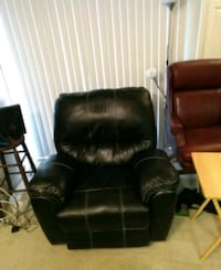 black vinyl recliner sofa chair Leesburg, 20175
