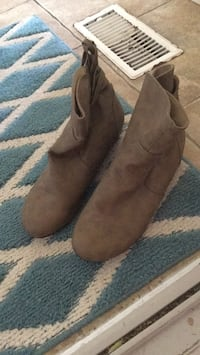 pair of brown suede boots North Dumfries