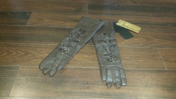 Woman's Genuine Leather Gloves