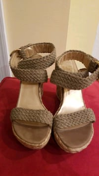 Like New! Vince Camuto Sandals(Size 10)