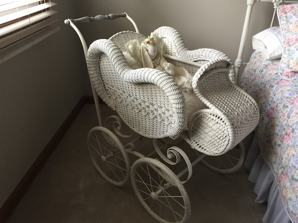 2aca6b8e91e Used Antique baby s white wicker bassinet stroller for sale in West Chicago  - letgo