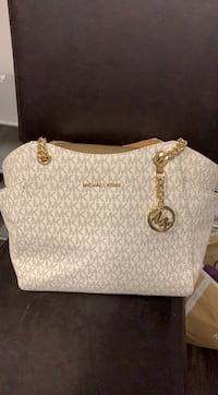 Mk purse and wallet authentic  Bakersfield, 93304