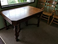 Nice wood dining table Albany, 97322